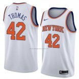 Camiseta New York Knicks Lance Thomas #42 Statement 2018 Blanco